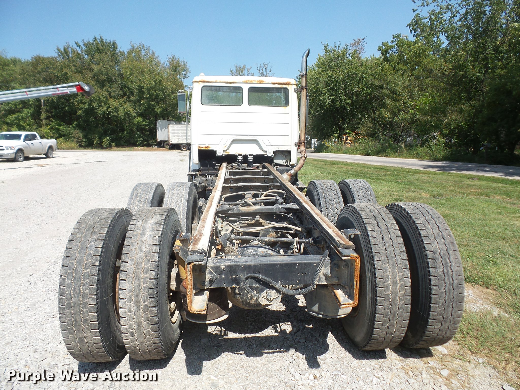 ... 1995 Freightliner FL80 truck cab and chassis Full size in new window ...