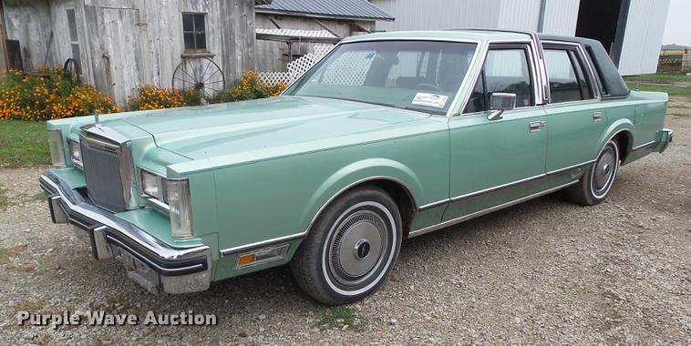 1980 Lincoln Continental | Item L5635 | SOLD! October 25 Veh