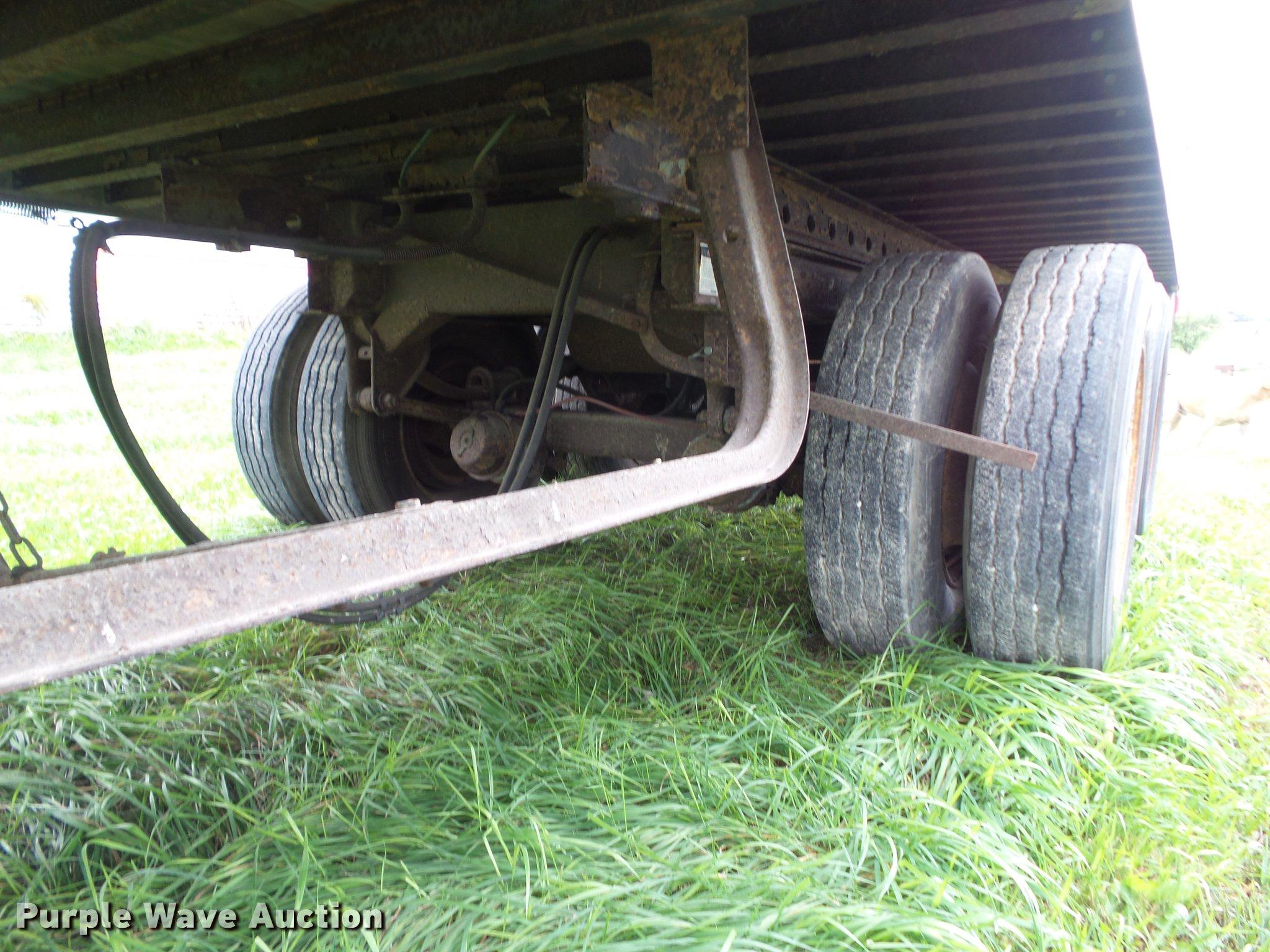 1993 Fruehauf dry van trailer in Swan, IA   Item L5638 ...