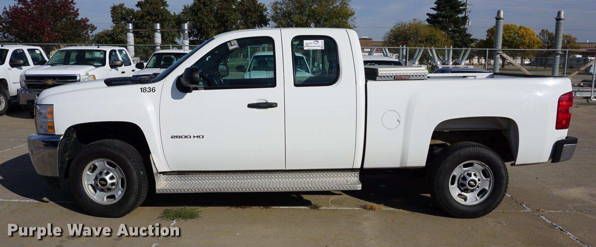 2011 Chevrolet Silverado 2500HD Ext. Cab pickup truck   Item...