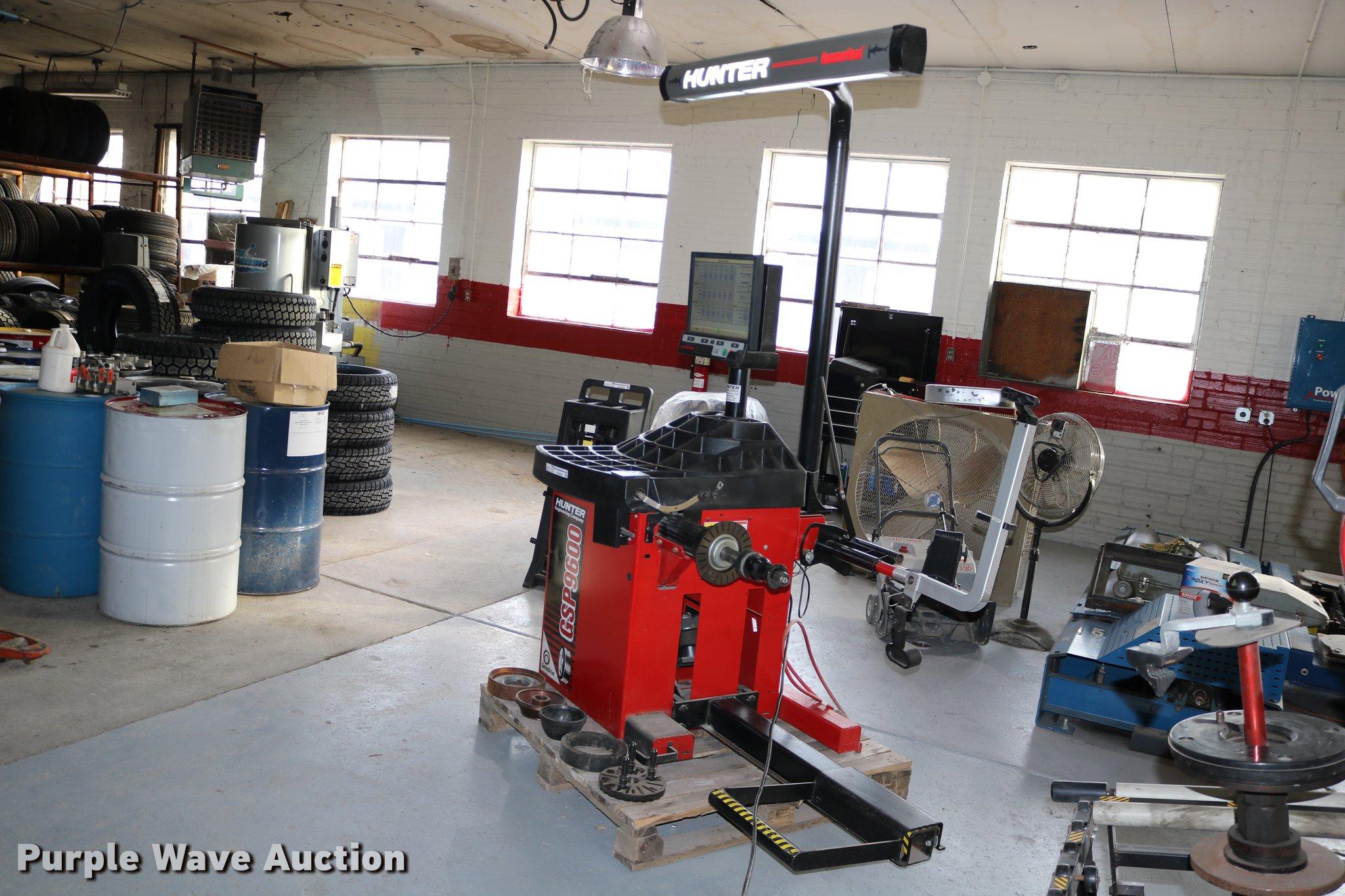 EE9844 image for item EE9844 Hunter GSP9600 series laser wheel balancer