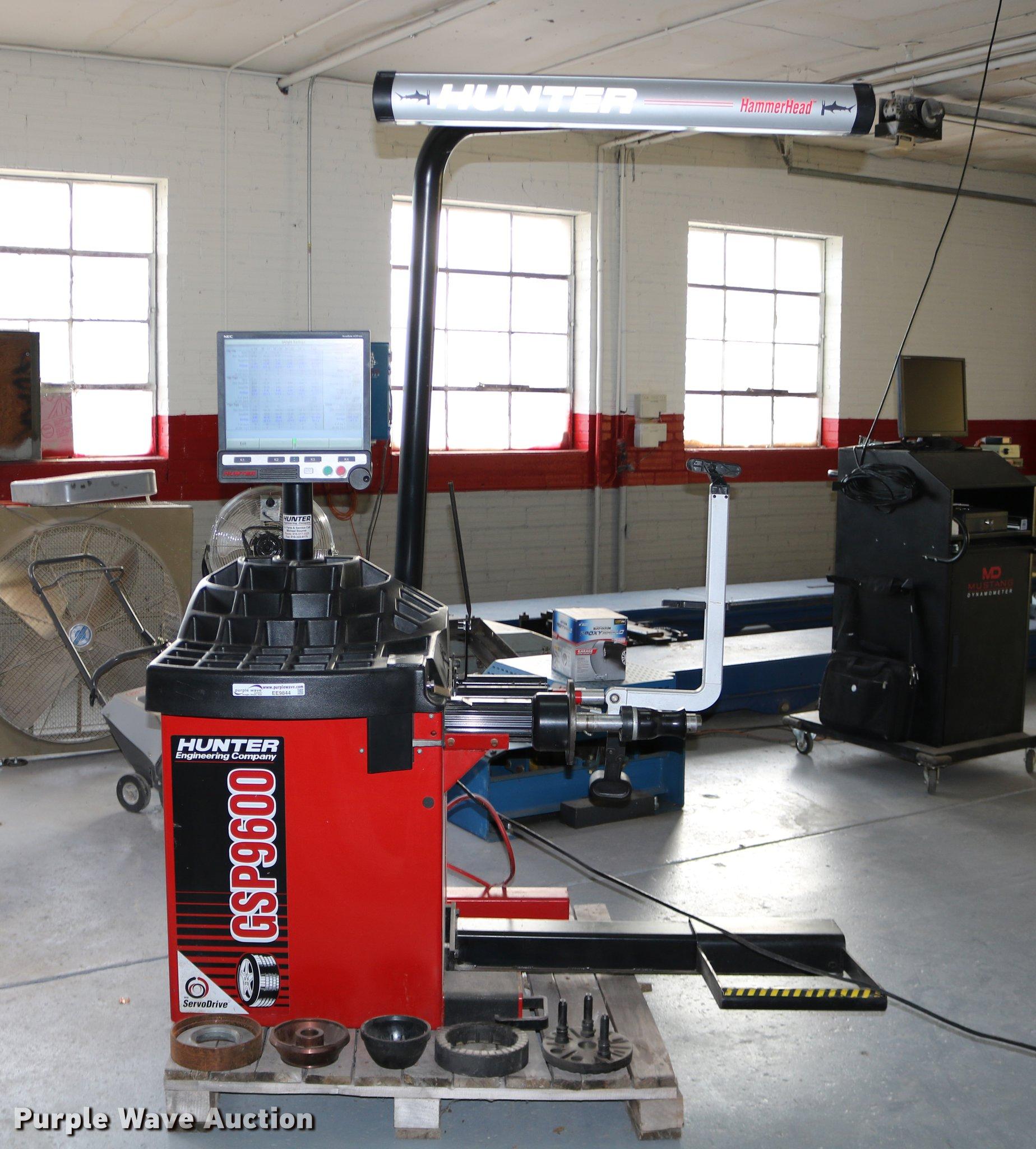... Hunter GSP9600 series laser wheel balancer Full size in new window ...