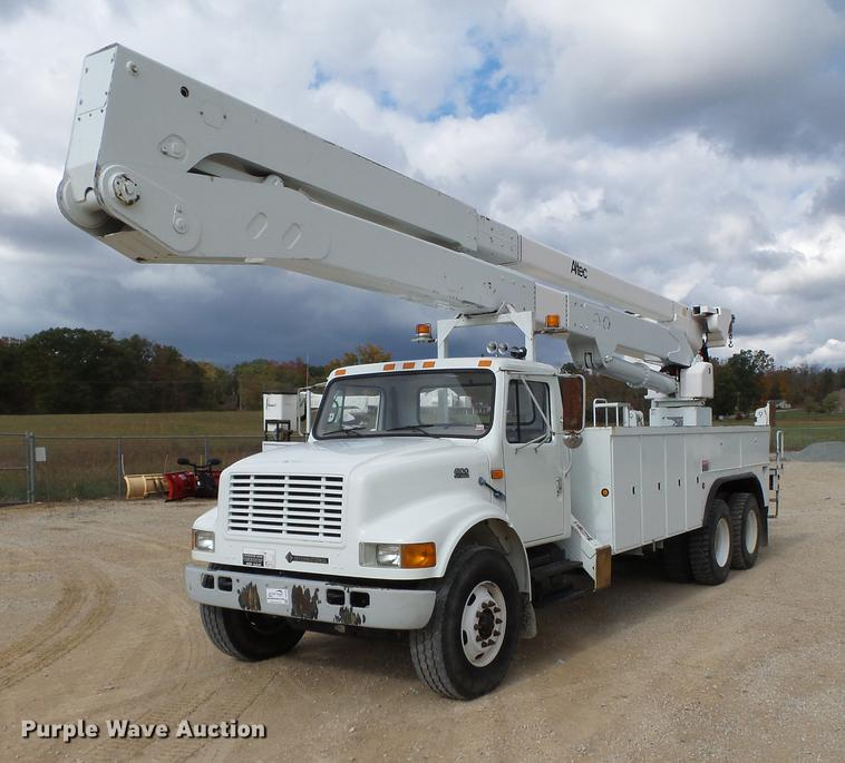 1999 International 4900 bucket truck | Item DC6795 | SOLD! N...