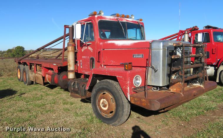 1981 International Paystar 5000 oilfield rig up tandem truck