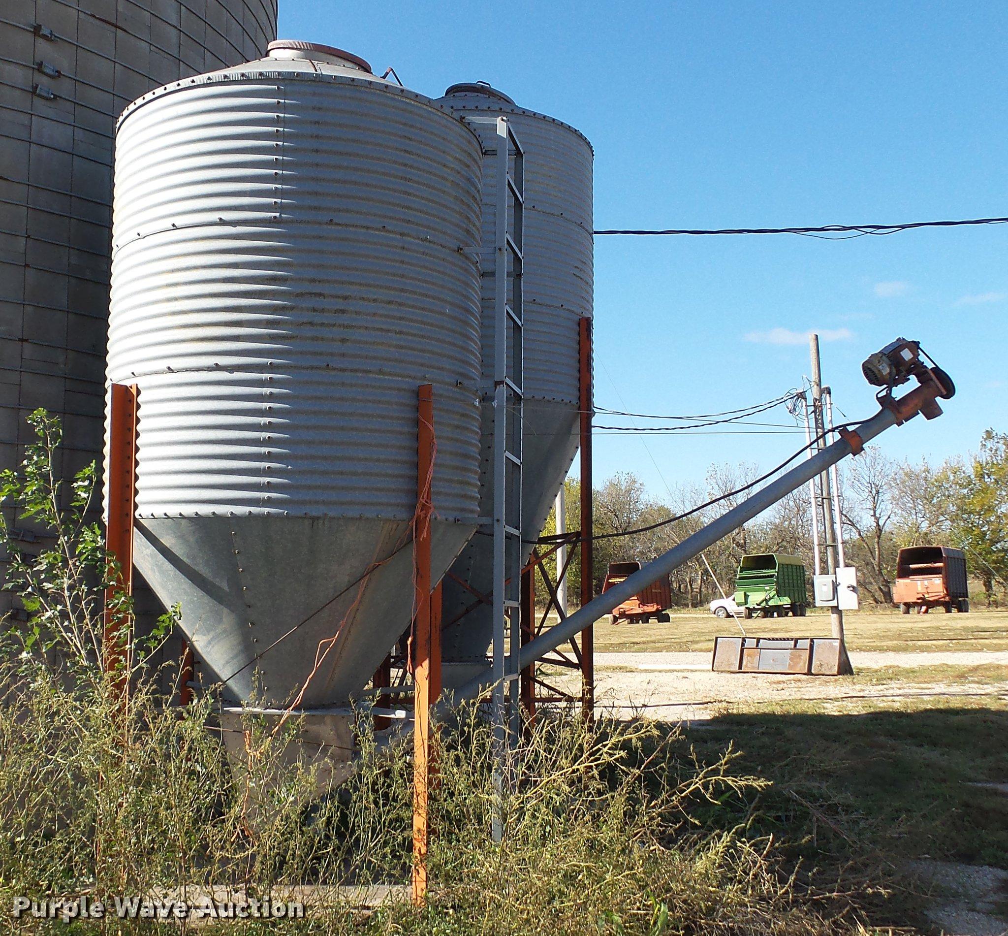 ... Galvanized grain storage bin Full size in new window ... & Galvanized grain storage bin | Item DC1031 | SOLD! December ...