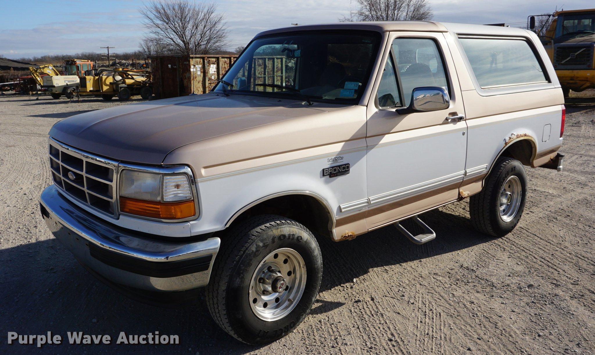 Da1484 image for item da1484 1996 ford bronco suv