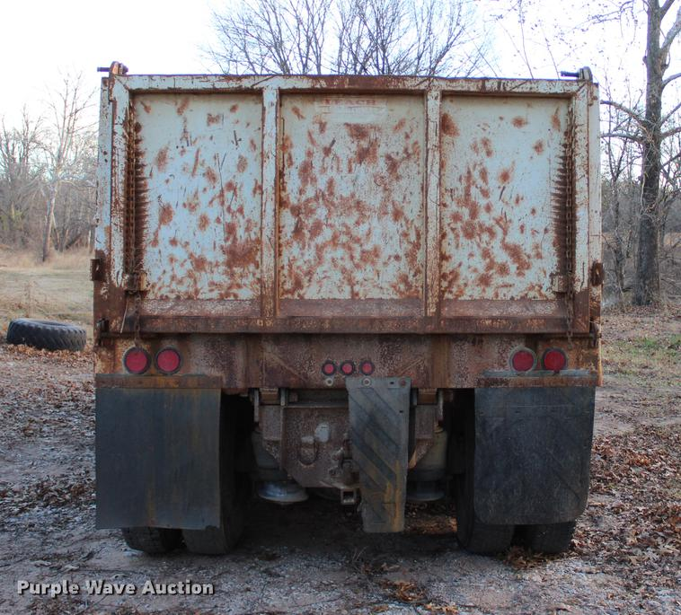 1998 Freightliner FLD 120 Classic dump truck | Item BE9381 |