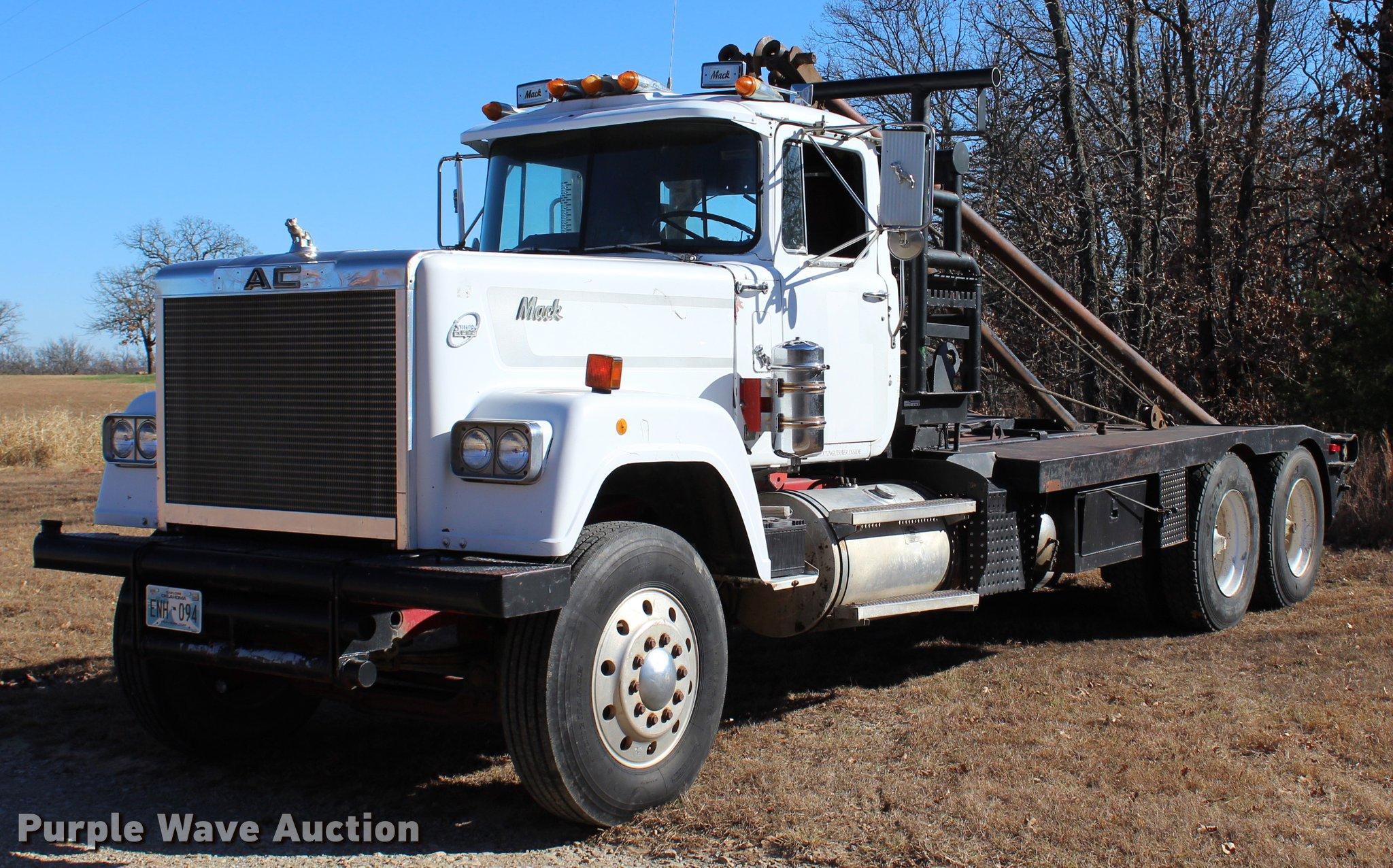 1980 Mack RWS754LS7 flatbed truck Item BE9382