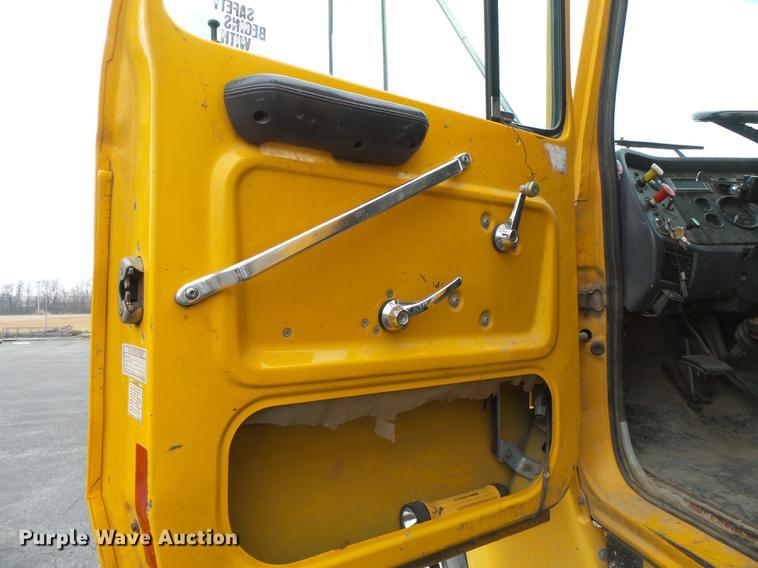 db7247 image for item db7247 1995 ford l8000 box truck