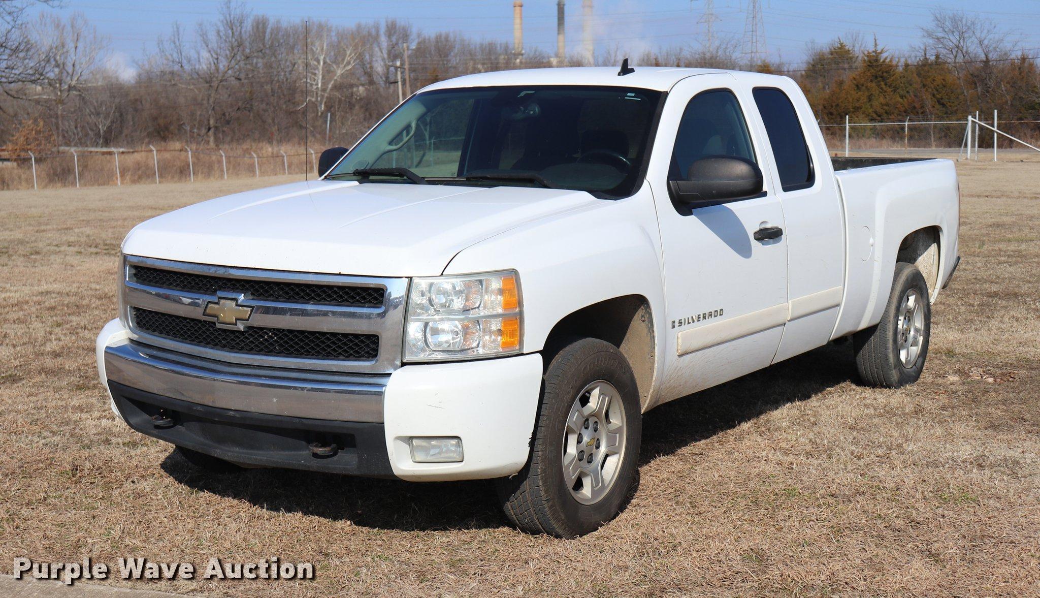 2007 Chevrolet Silverado 1500 Ext Cab pickup truck