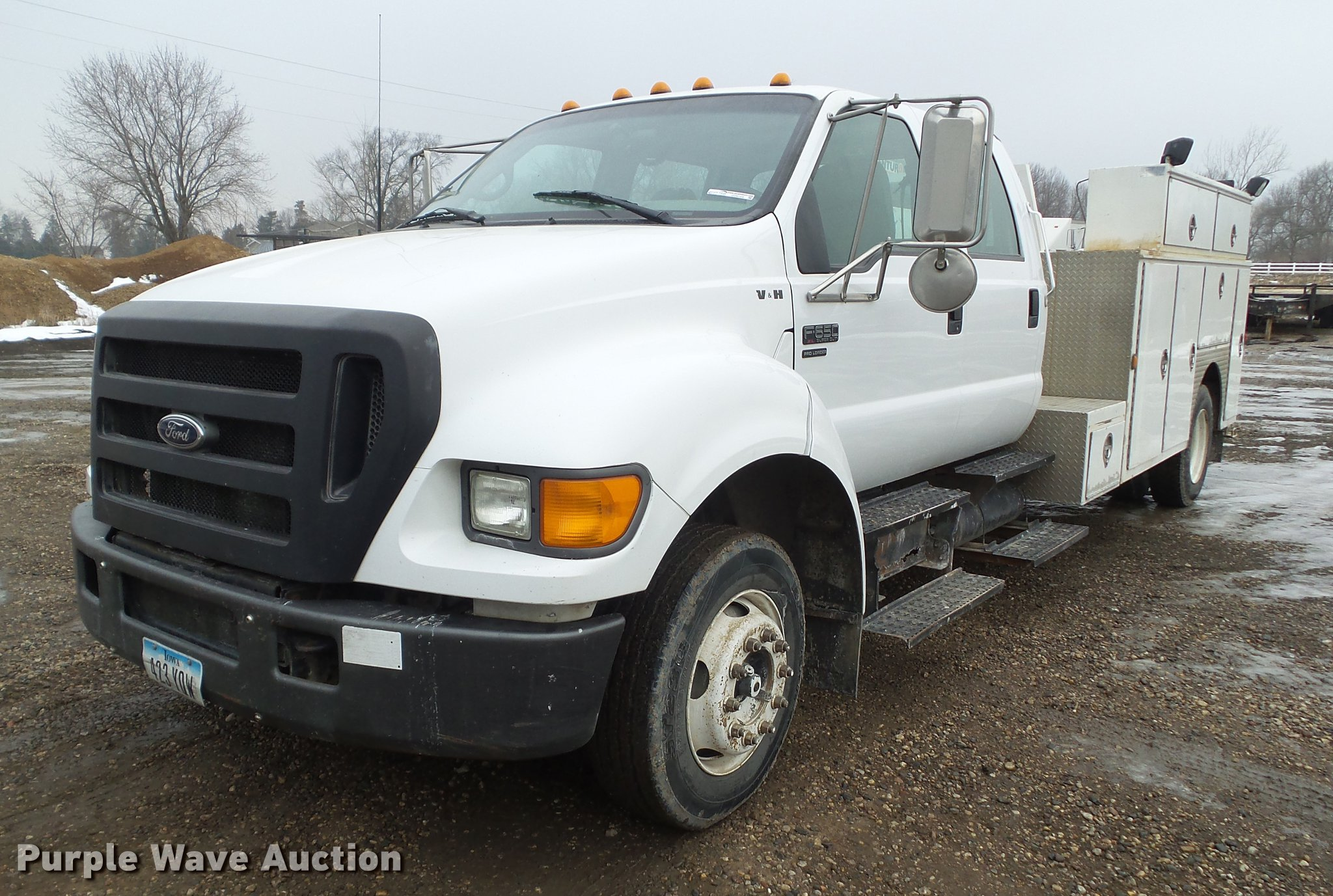 2005 Ford F650 Super Duty service truck with crane