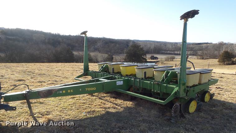 John Deere 7000 No Till Split Row Planter Item Dc7443 So