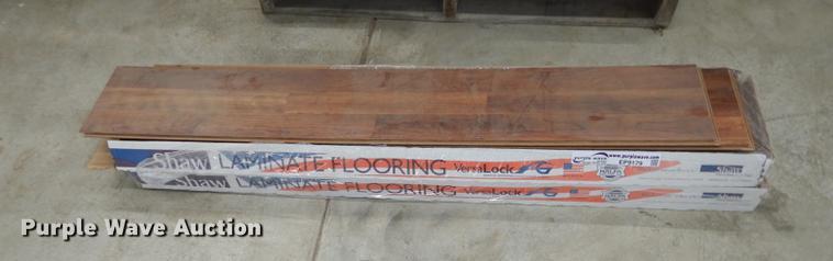 19 Pieces Of Shaw Laminate Flooring Item Ep9179 Sold