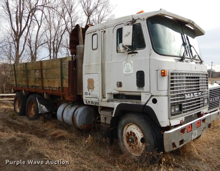 1985 Mack MH600 flatbed truck | Item J5519 | SOLD! March 6 G