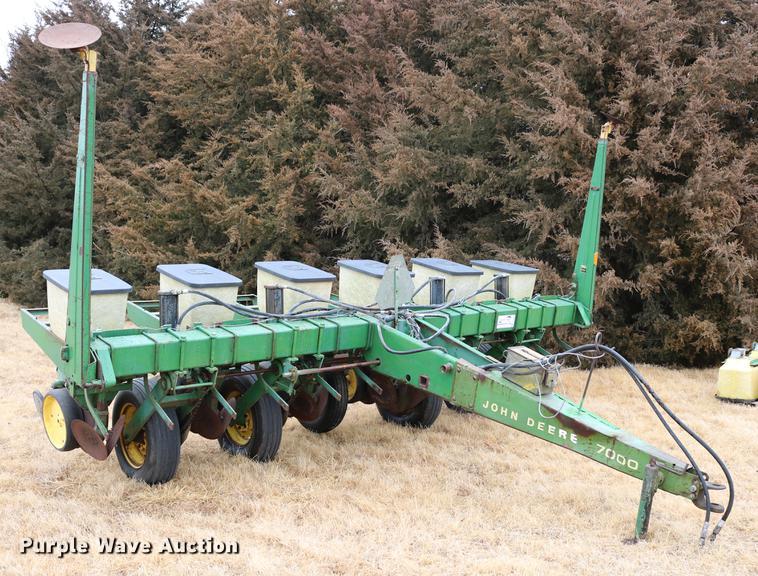 John Deere P7000 Conservation No Till Planter Item Dc3516