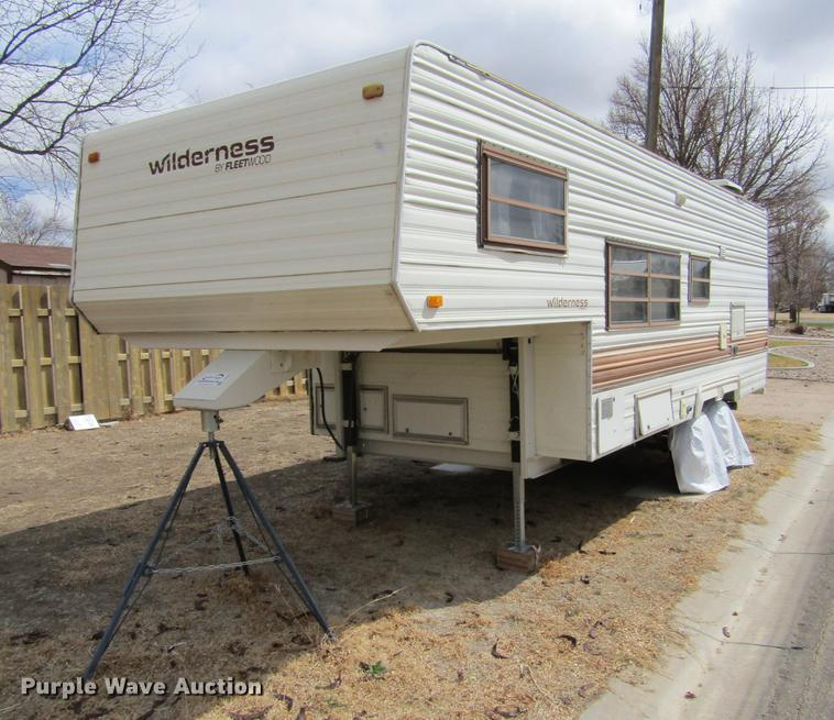 1985 Fleetwood Wilderness Camper In Syracuse Ks Item De6686 Sold Purple Wave