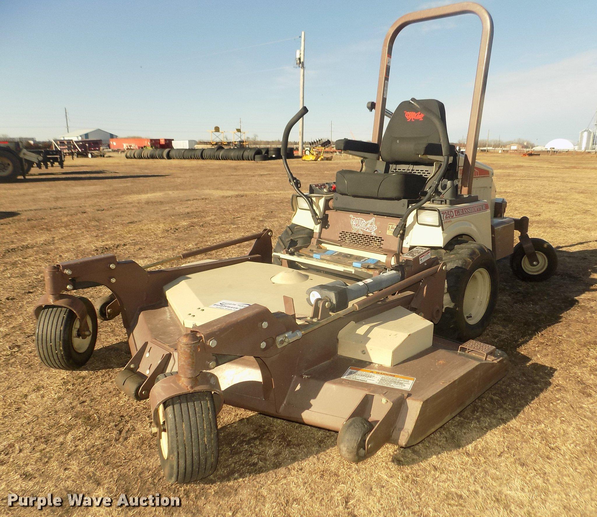 2016 Grasshopper 725DT6 ZTR lawn mower | Item DD2807 | SOLD!