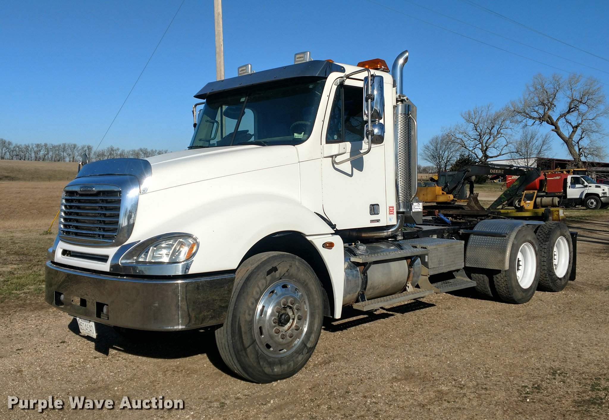 DC0933 image for item DC0933 2006 Freightliner Columbia ...