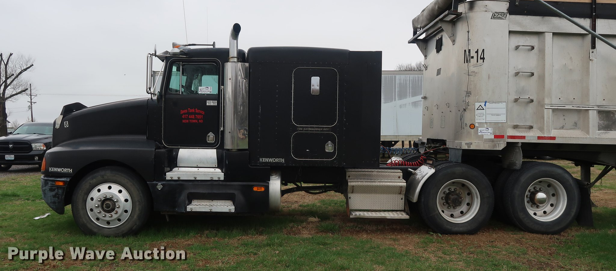 1987 Kenworth T600 semi truck | Item DF3629 | SOLD! April 26