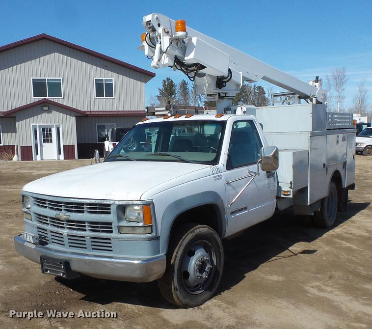 1999 Chevrolet 3500 bucket truck | Item DW9646 | SOLD! May 1