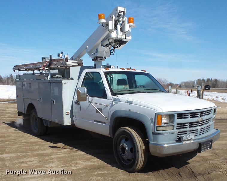 1999 Chevrolet 3500 bucket truck | Item DW9646 | SOLD! May 1