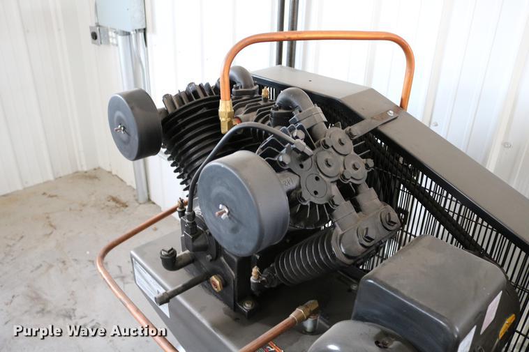 Napa air compressor | Item EW9167 | SOLD! May 16 Vehicles an