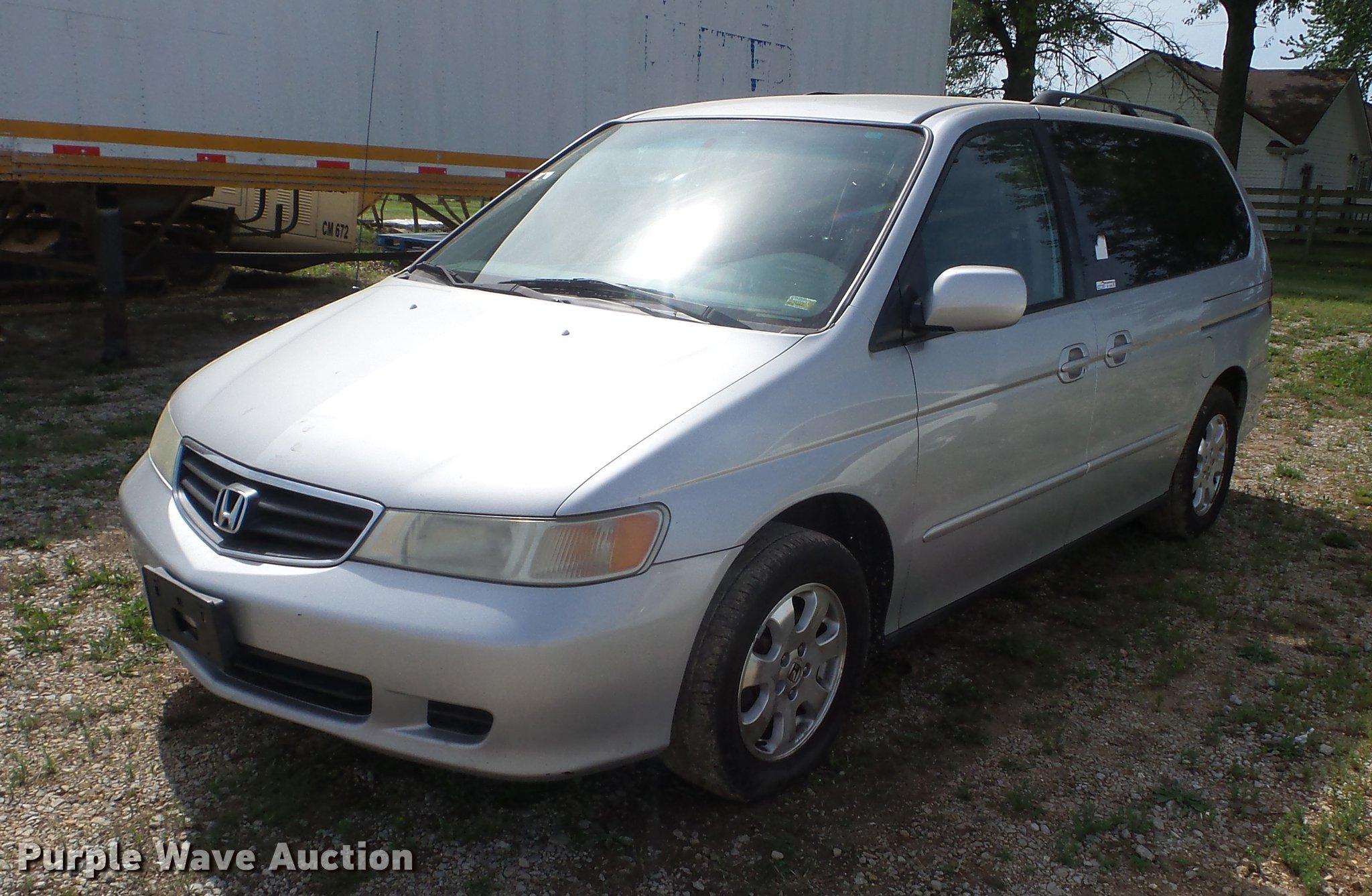 2004 Honda Odyssey van in Lamar, MO   Item BI9556 sold   Purple Wave