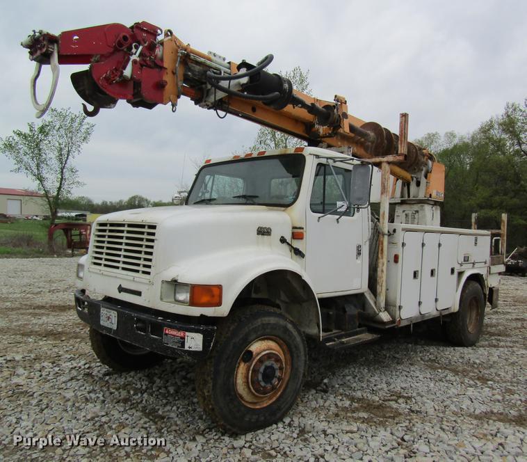 1996 International 4800 Digger Derrick Truck