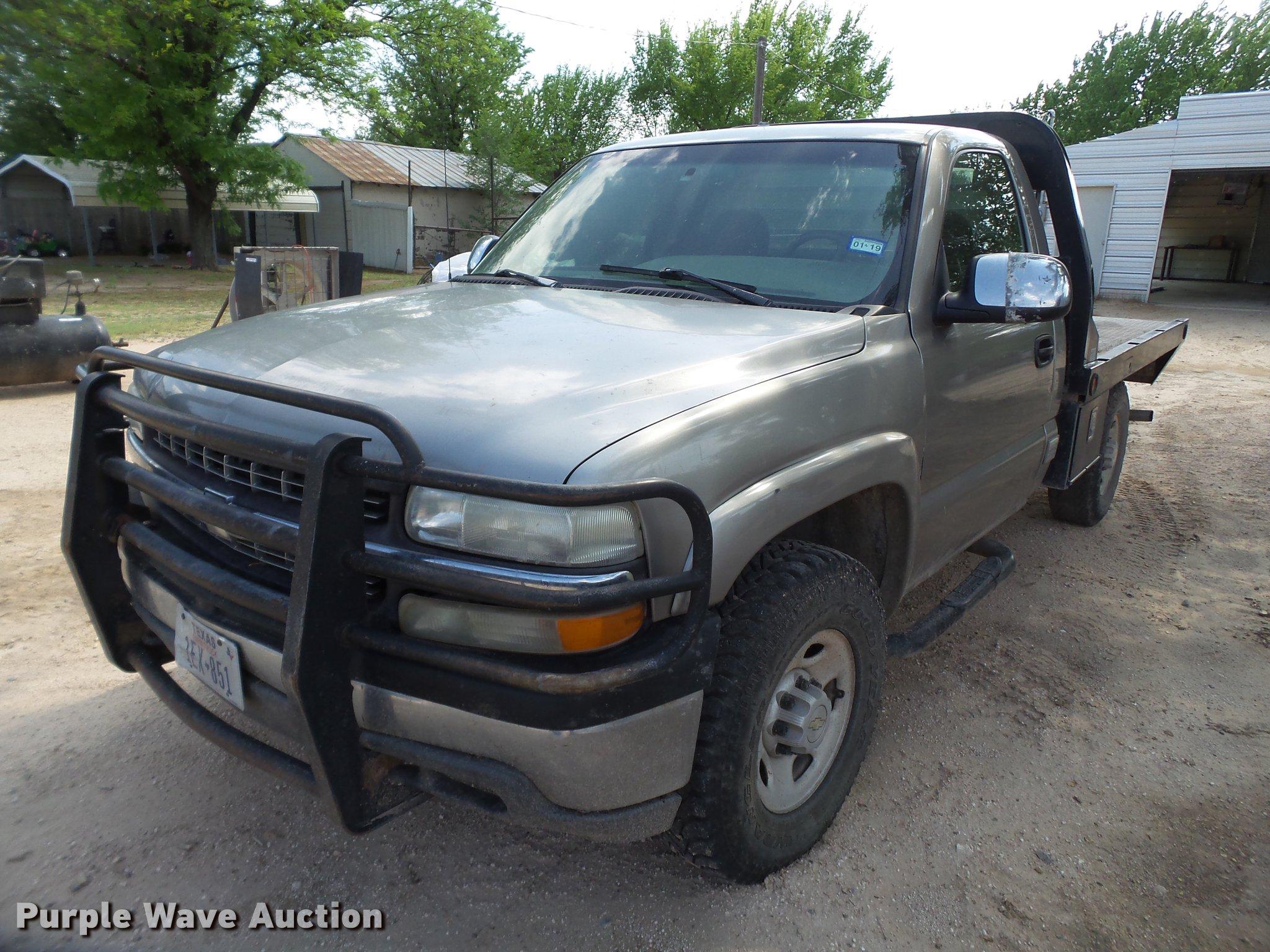 1999 Chevrolet Silverado 2500 flatbed pickup truck