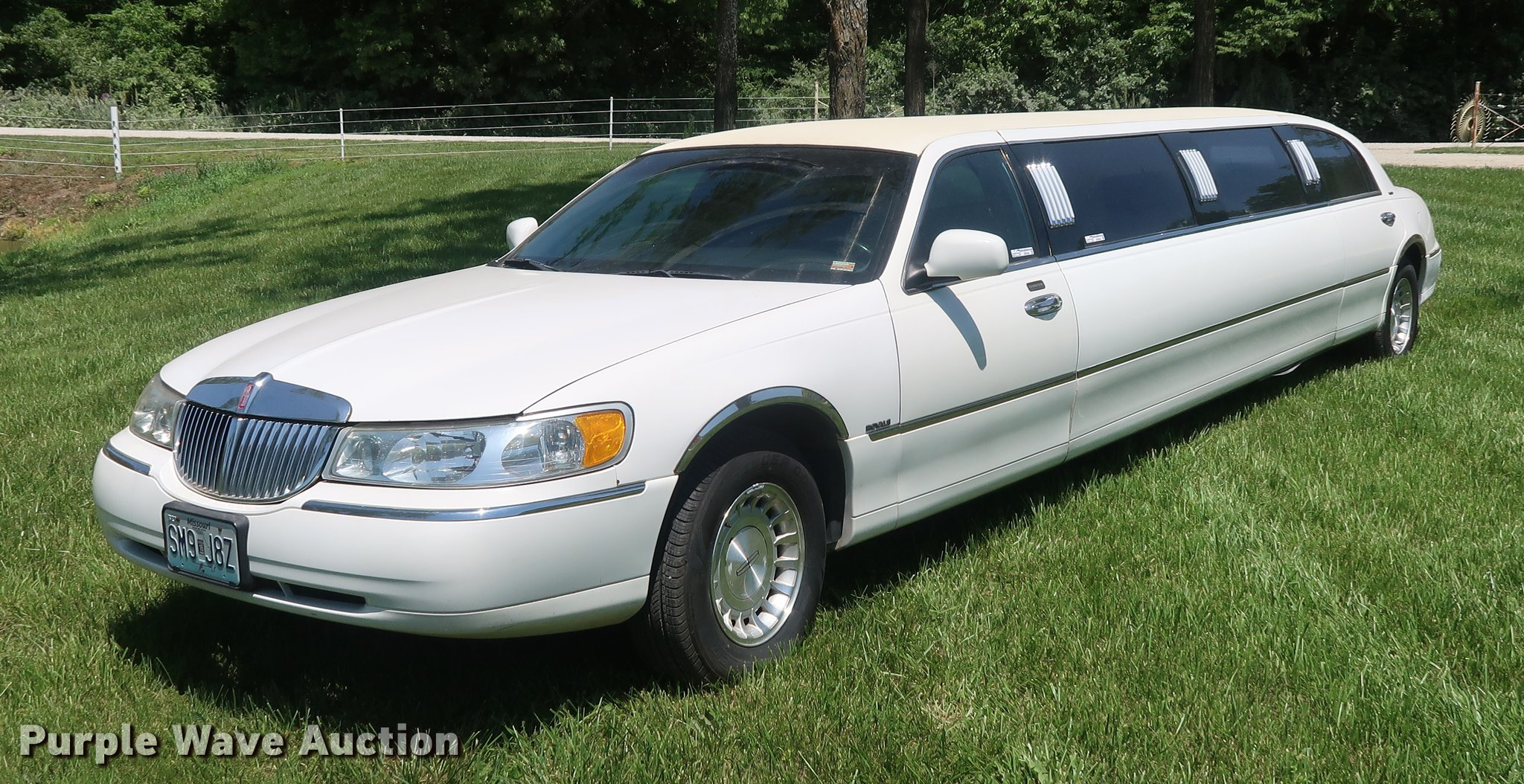 1999 Lincoln Town Car Limousine Item Ep9345 Sold June 1