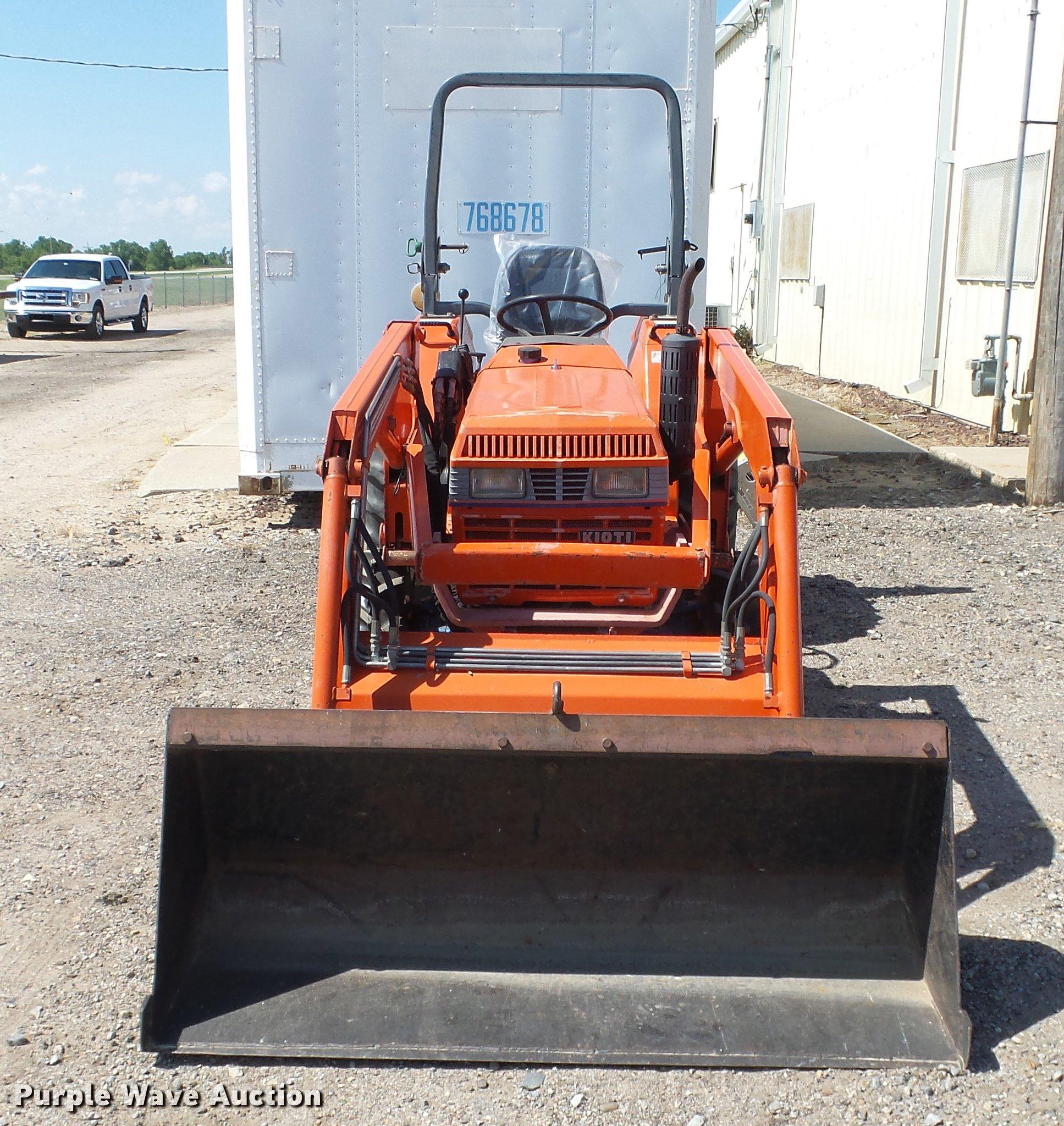 Kioti LK2554 MFWD tractor   Item ET9517   SOLD! June 13 Vehi