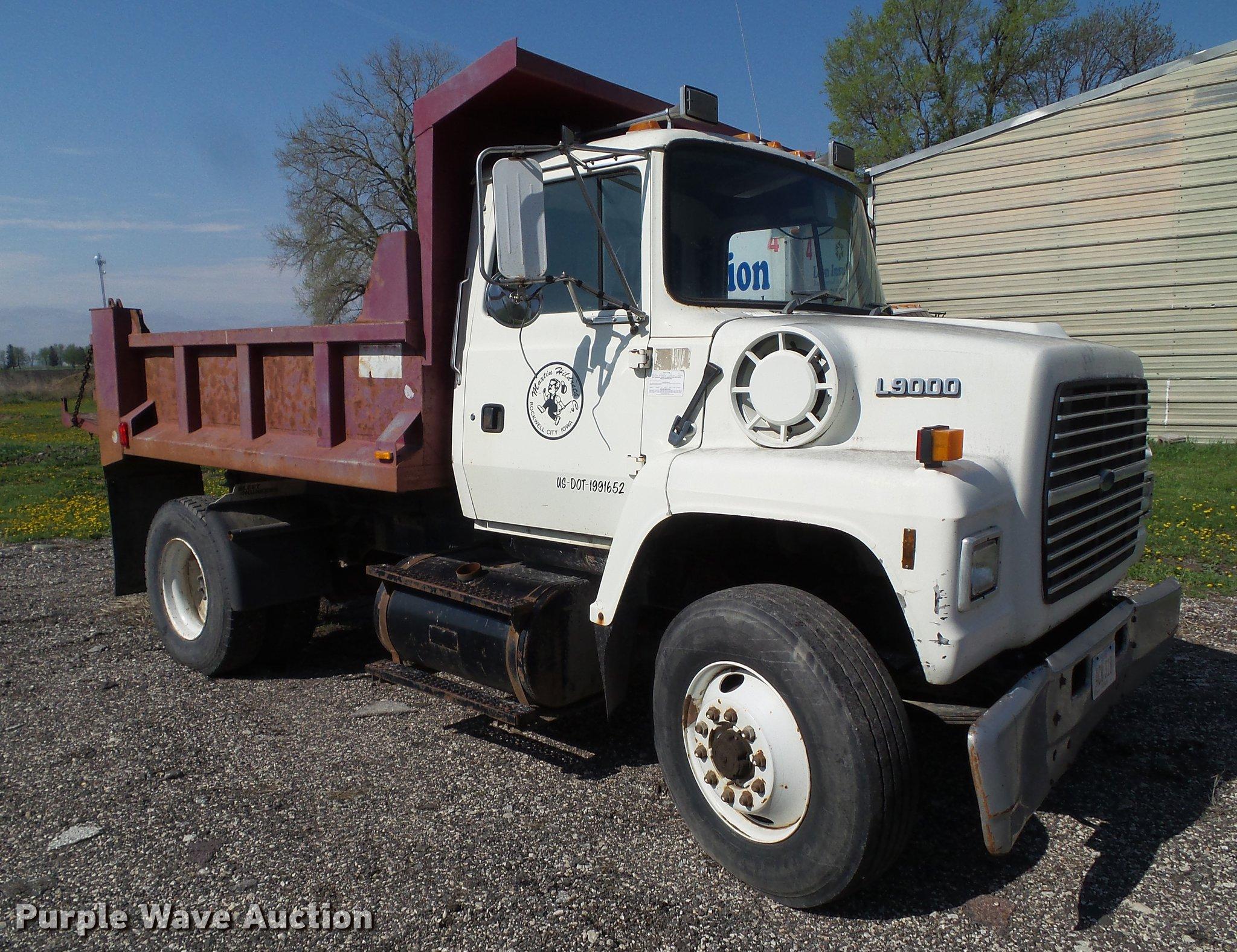 DZ9247 image for item DZ9247 1994 Ford LN9000 dump truck