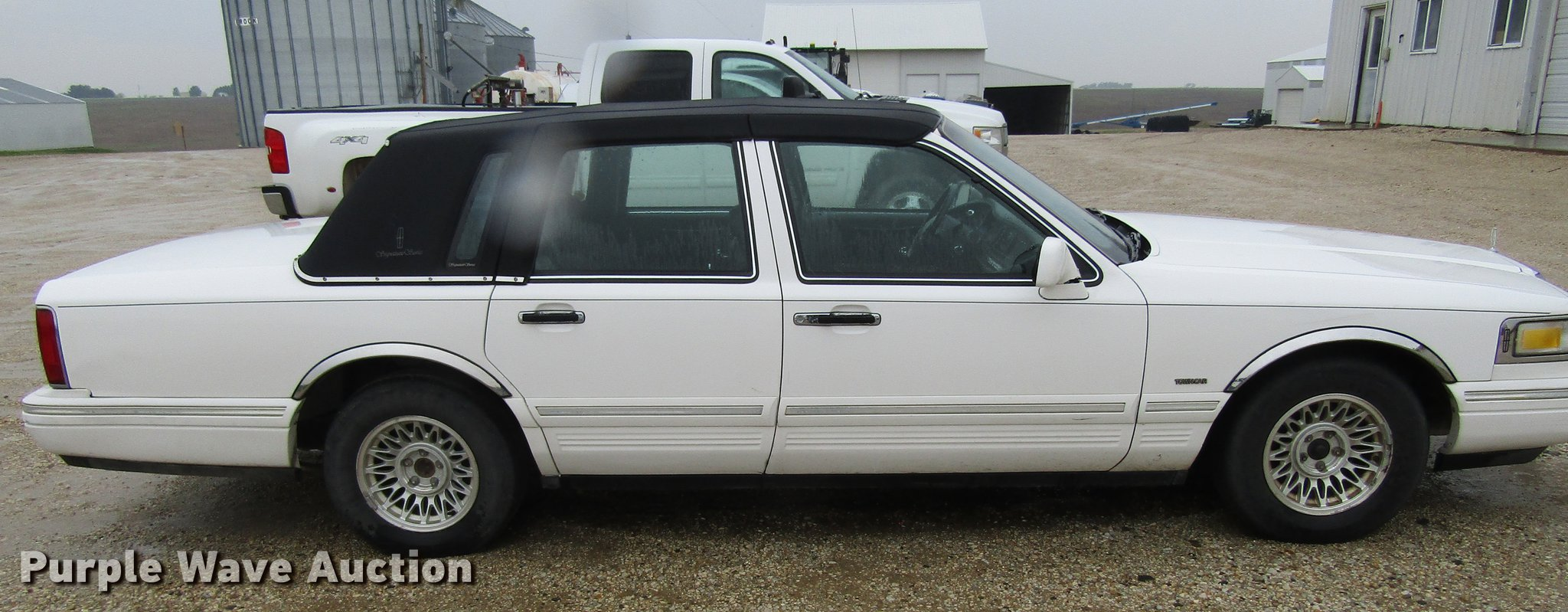 1995 Lincoln Town Car Signature Item Df3806 Sold June 2