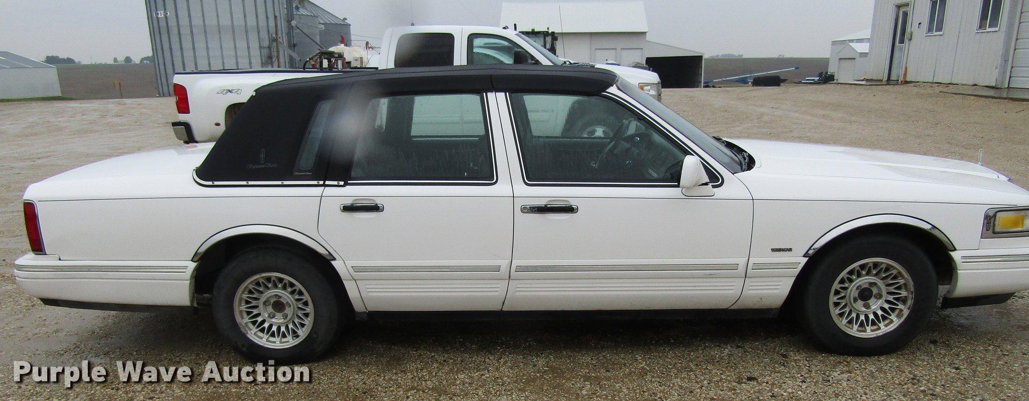 1995 Lincoln Town Car Signature Item Df3806 Sold June 2