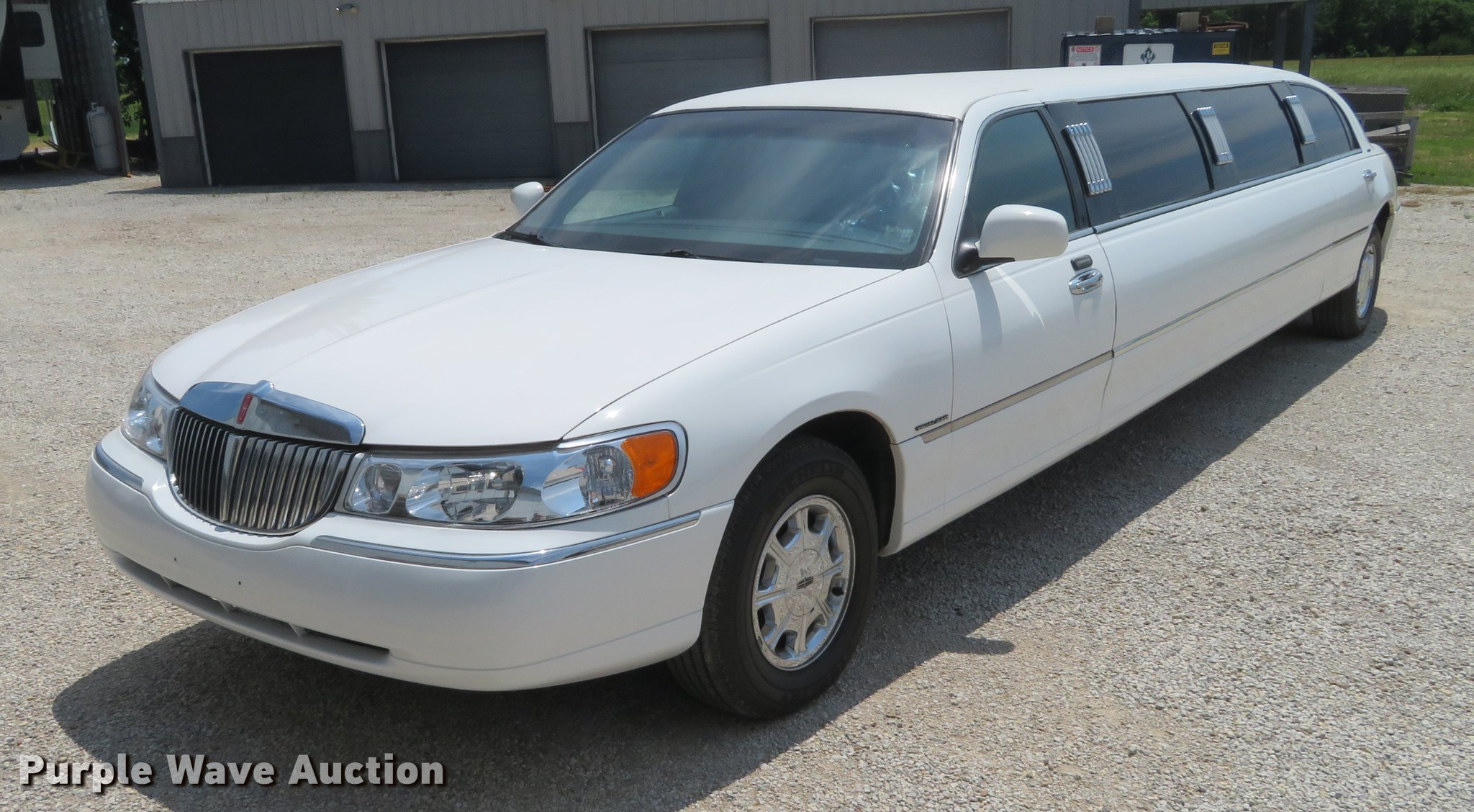 1999 Lincoln Town Car Executive Limousine Item Ej9613 So