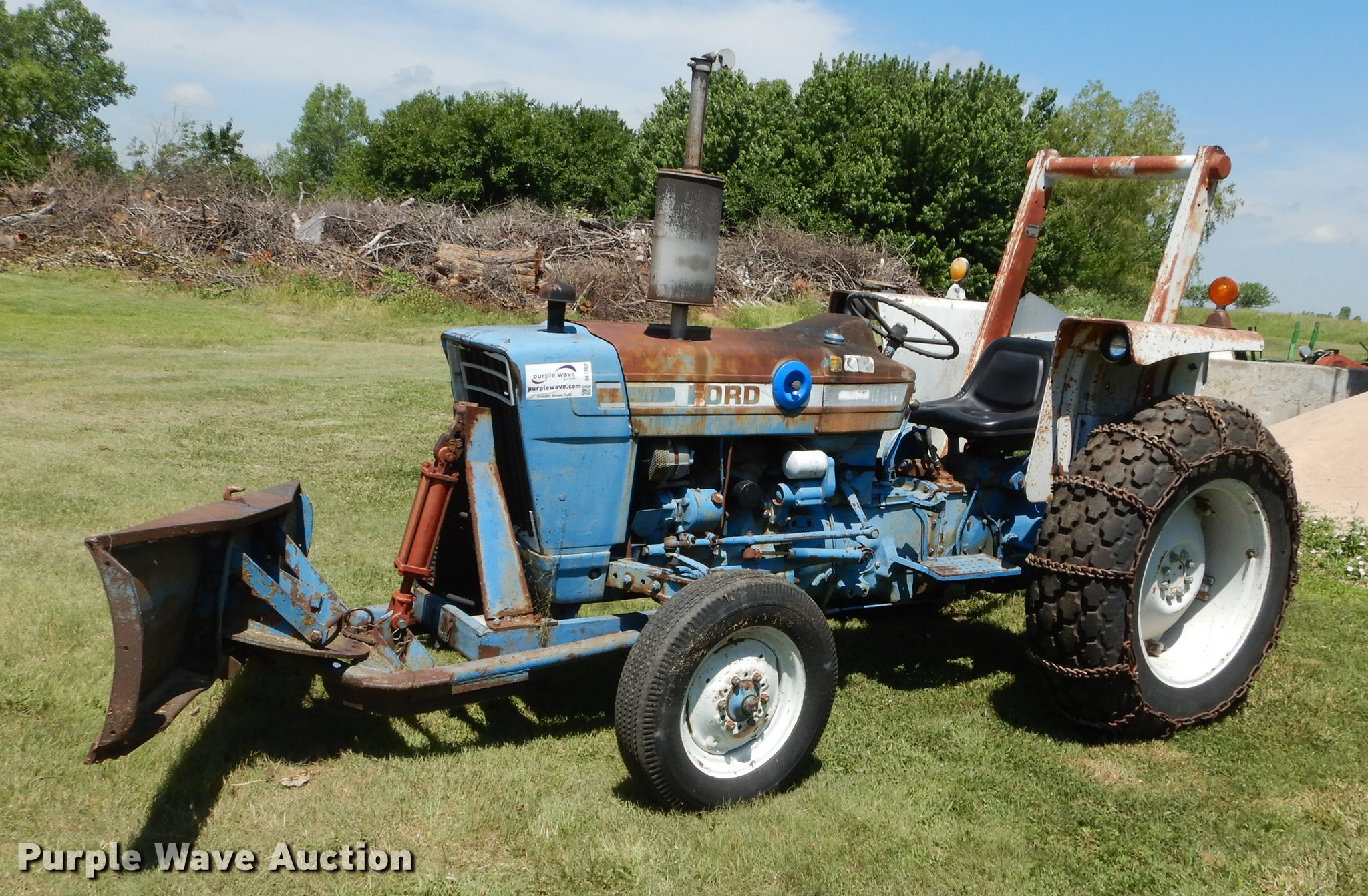 1977 Ford 3600 tractor | Item DE1762 | SOLD! July 10 Governm