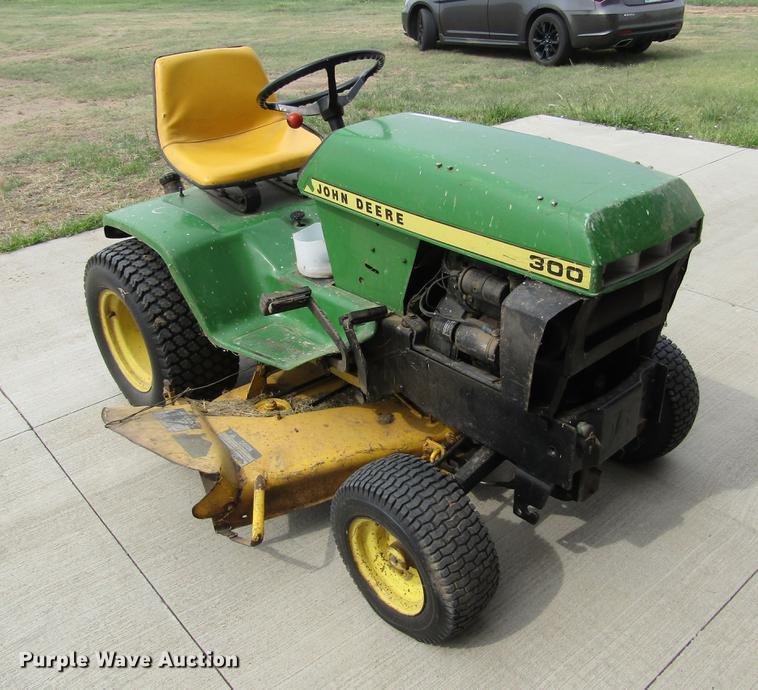 John Deere 300 Lawn Mower In Dodge City Ks Item Bu9708 Sold Purple Wave
