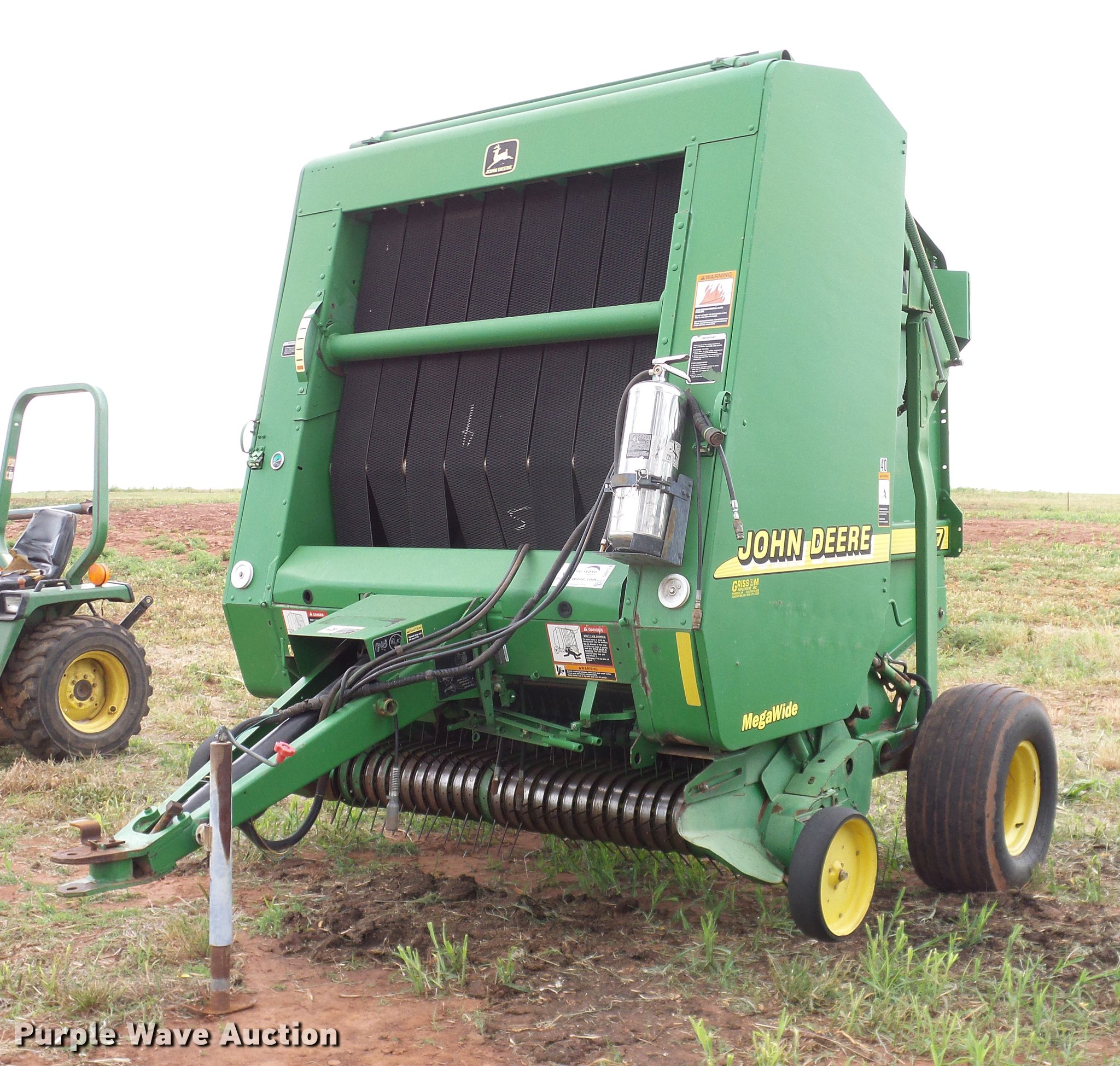 2001 John Deere 567 Mega Wide round baler | Item DD8178 | SO