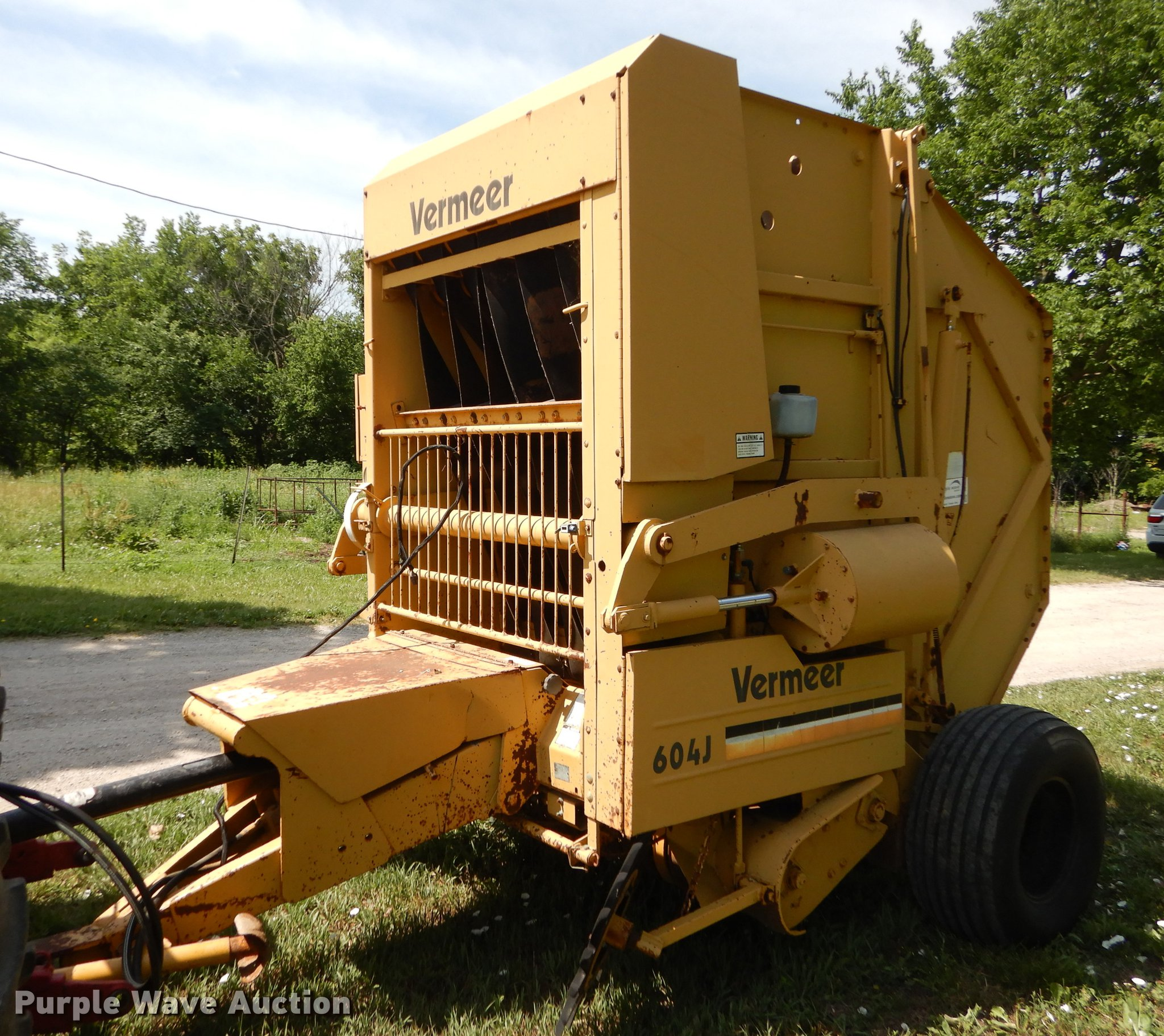 1988 Vermeer 604J round baler | Item DE1805 | SOLD! July 11