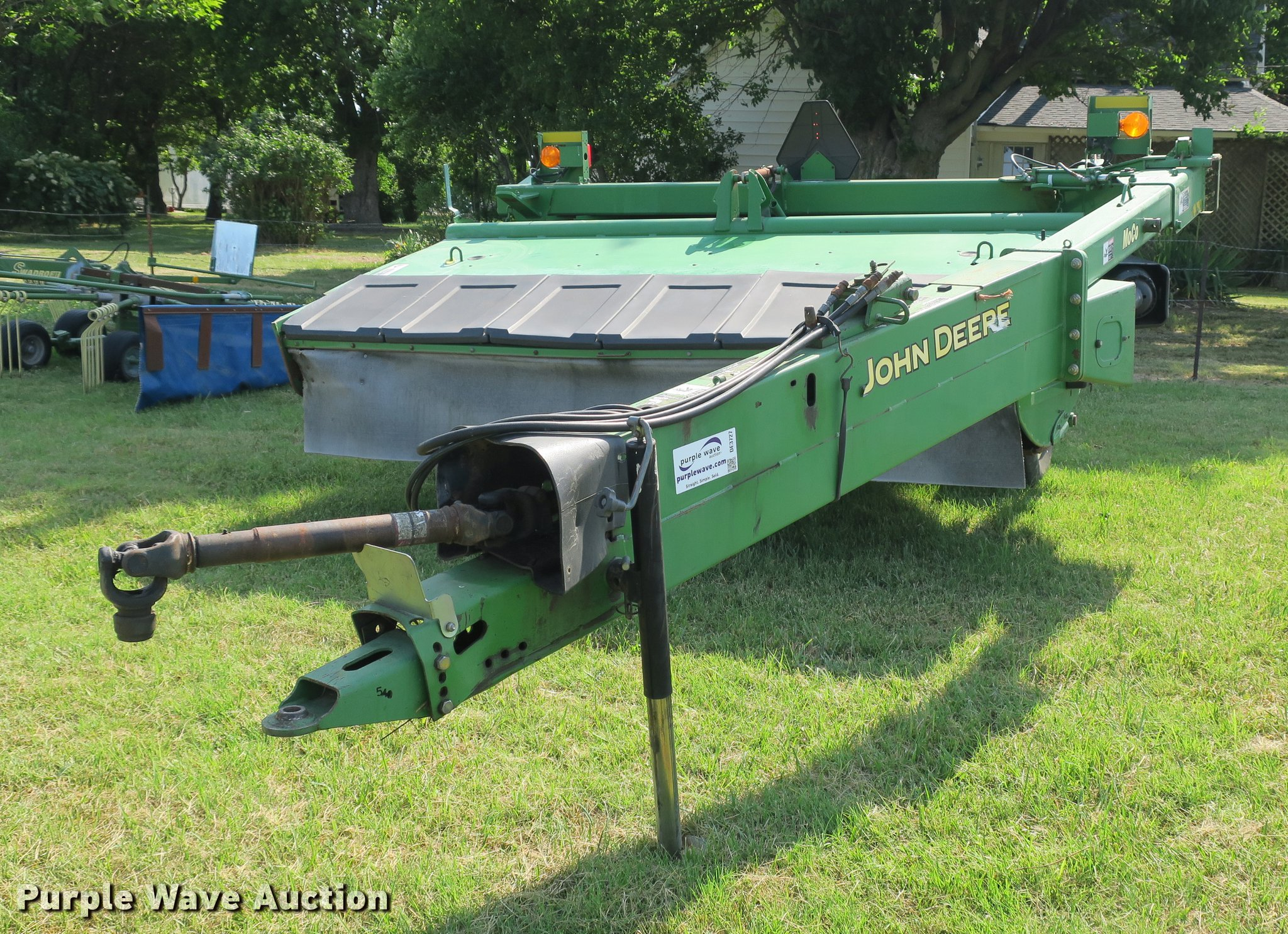 2004 John Deere 926 Hydraswing discbine mower conditioner |
