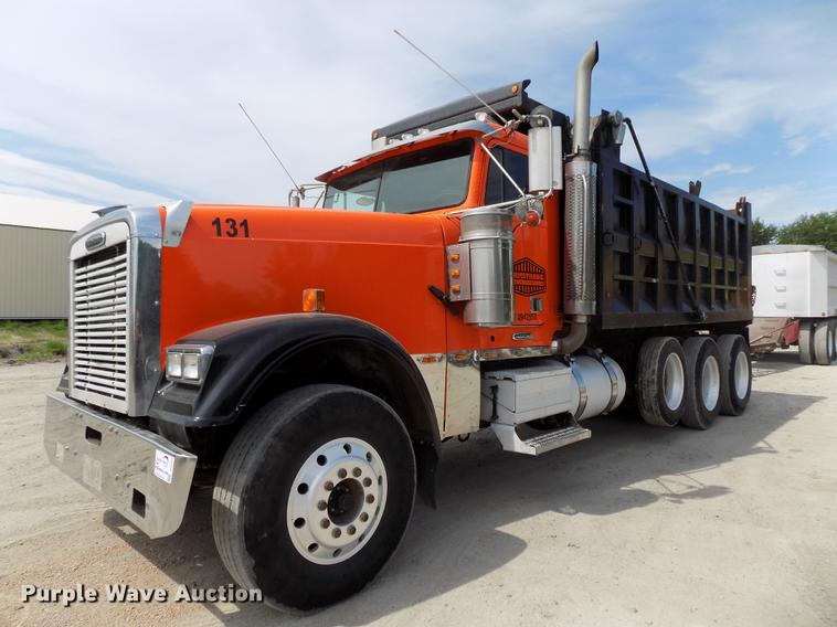 1997 Freightliner FLD120 Classic dump truck | Item DB8684 |