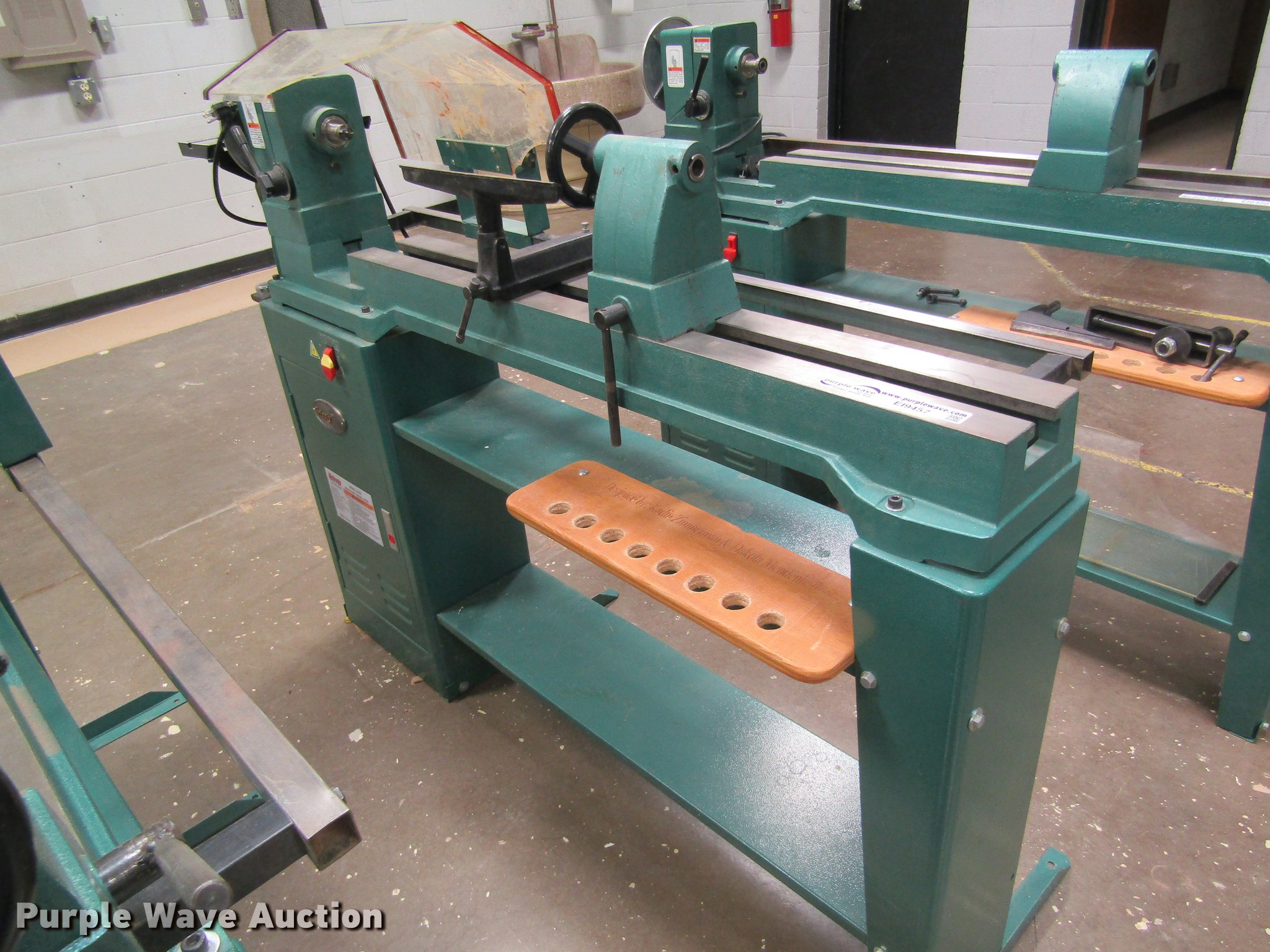 Grizzly wood lathe | Item EI9457 | SOLD! August 7 Government