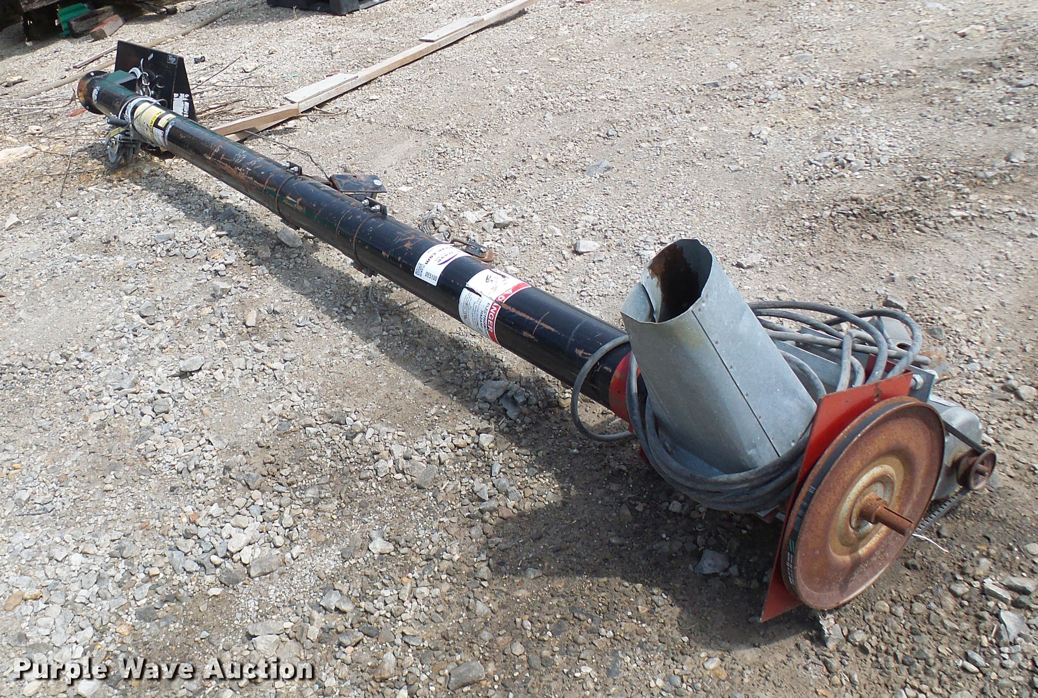 Sudenga auger   Item DE5100   SOLD! August 22 Ag Equipment A