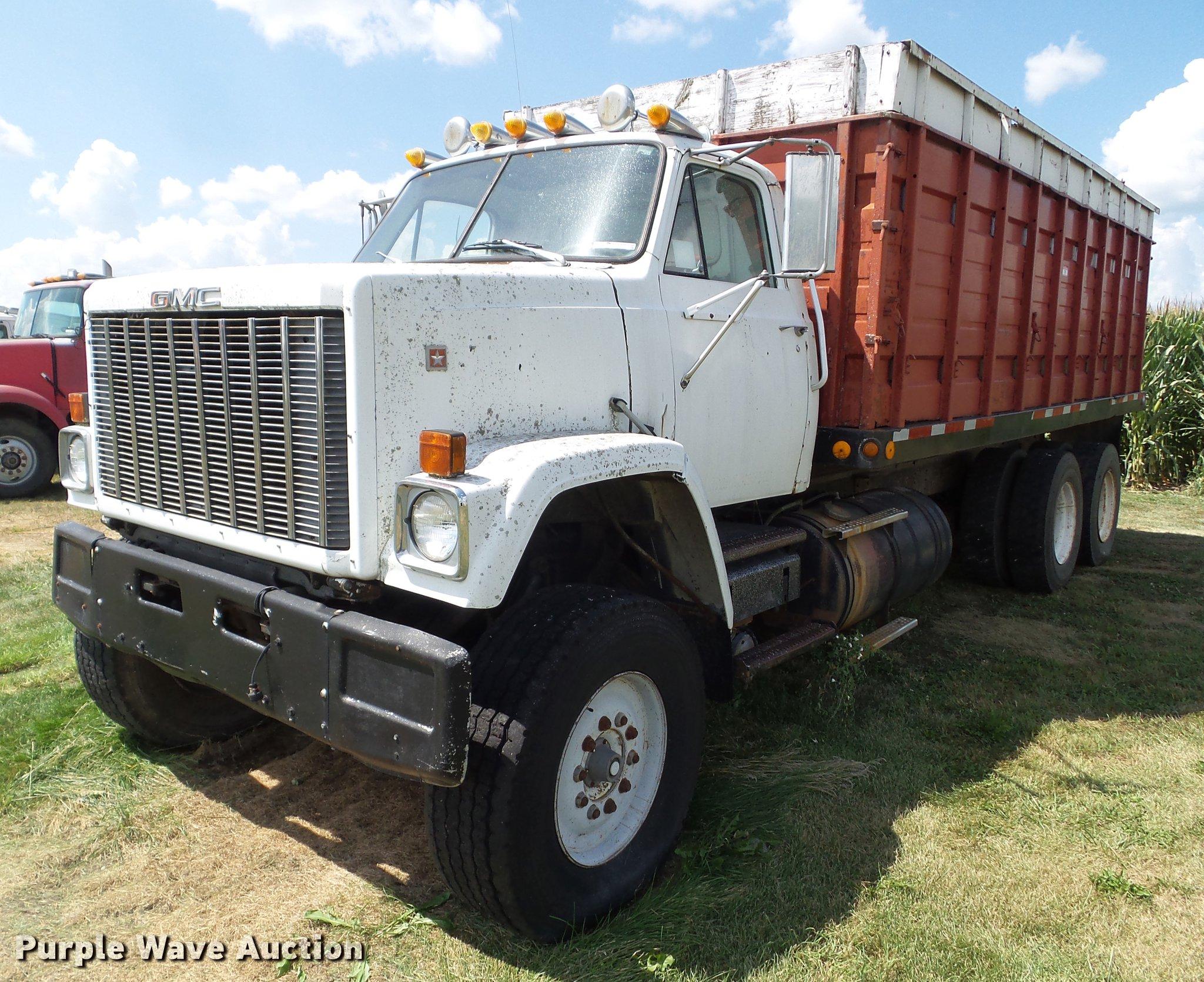 1979 GMC C64 grain truck | Item DZ9403 | SOLD! August 22 Ag