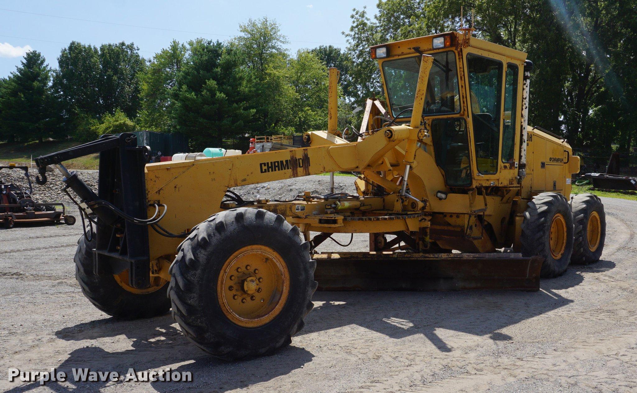 DD7854 image for item DD7854 1995 Champion 720A Series III motor grader