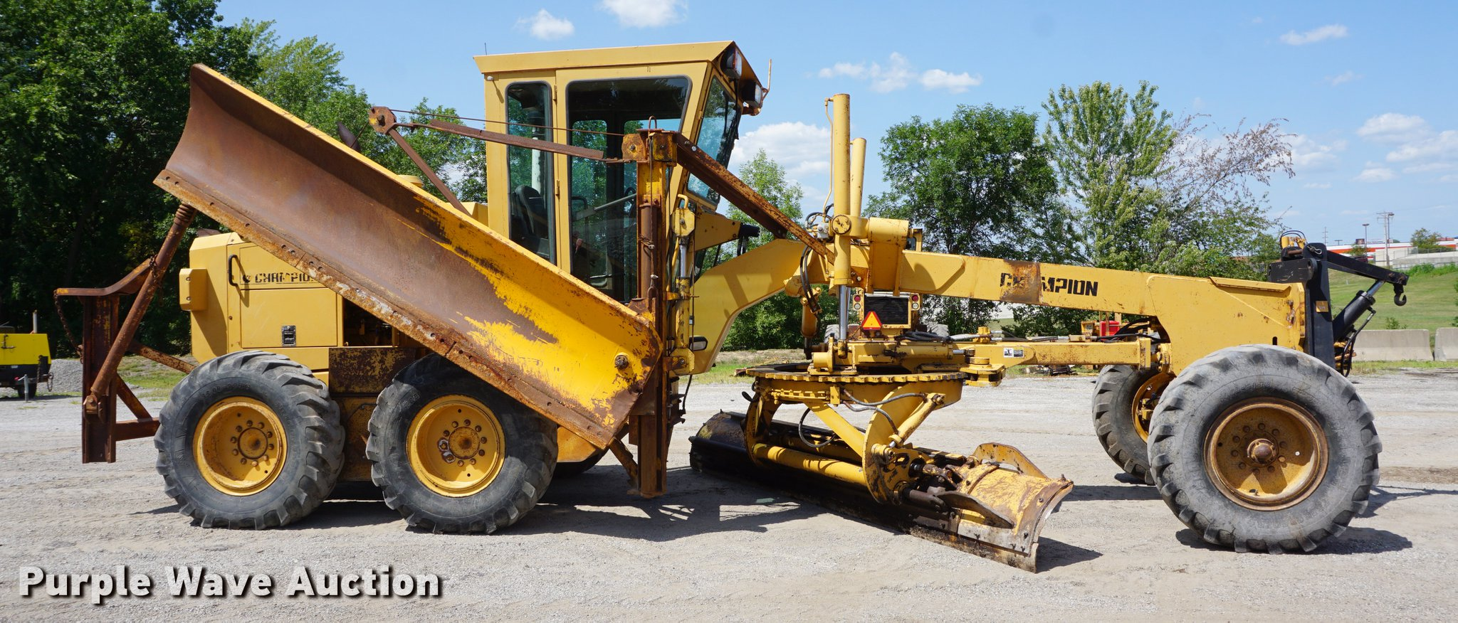 ... Champion 720A Series III motor grader Full size in new window ...