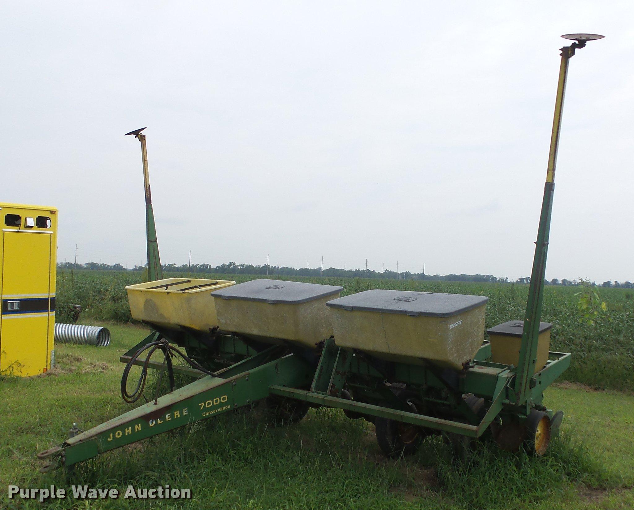 John Deere 7000 Planter Item Er9692 Sold September 19 A