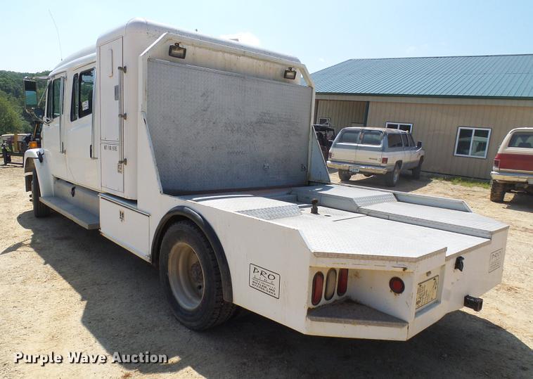 2000 Freightliner FL60 Crew Cab flatbed truck   Item DE5185