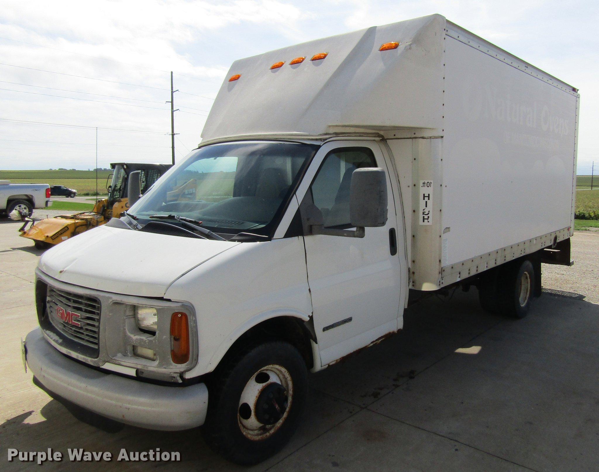 2001 gmc savana g3500 cargo box truck in waterloo ia item df3853 sold purple wave 2001 gmc savana g3500 cargo box truck
