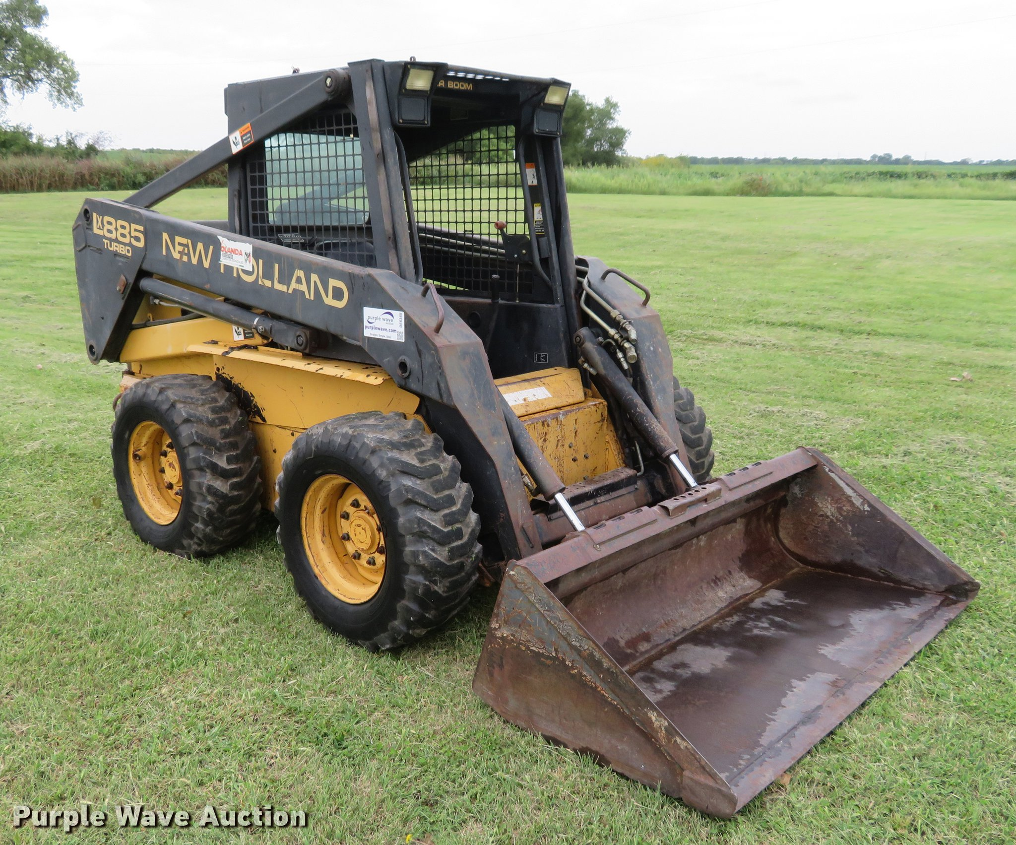 ... Holland LX885 skid steer Full size in new window ...